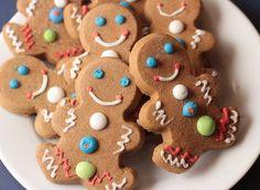 Lemon and lemon curd shortbread - HQ Recipes Gingerbread Man Cookies, Christmas Sugar Cookies, Lemon Recipes, Sweet Recipes, Parchment Paper Baking, Cookie Press, Easter Chocolate, Cookie Designs, Lemon Curd