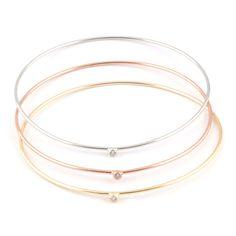 Pulsera compuesta por tres esclavas de plata, plata chapada en oro amarillo y plata chapada en oro rosa con una circonita. Precio: 37,99€