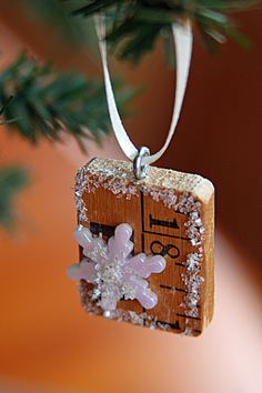 Yardstick Ornaments -- this would be fun for a set of the 12 Days of Christmas ... 1 inch would have a partridge, 2 inch would have a calling bird, etc!