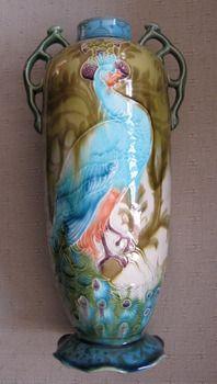 Minton Secessionist Peacock Vase  http://mintonobsessionist.wordpress.com/2012/02/11/minton-secessionist-peacock-vase/