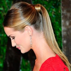 Rosie Huntington-Whiteley at the Oscars 2012 - Celebrity Red Carpet Hair And Beauty | InStyle UK