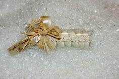 Etui porte couteau dentelle ivoire esprit vintage http://www.drageeparadise.fr/ballotins-dragees_22_ballotin-de-mariage_ballotin-dragees-vintage-dentelle-ivoire__476_1.html