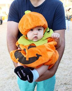 toddler and baby costume ideas for halloween Picked our pumpkin out 🎃 Toddler Bat Costume, Baby Costumes, Matching Halloween Costumes, Lion Tamer, Pumpkin Costume, Creative Costumes, Dogs And Kids, Halloween 2015, New Parents