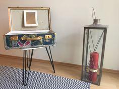 """Der etwas andere """"Kosmetikkoffer"""". Altes Köfferchen vom Sperrmüll gerettet. Neu bezogen und innen neu verkleidet. Alle Teile sind second-hand und aufgearbeitet.  Koffer wird mit Inneneinrichtung, Beleuchtung –LED  (mit Batterie) und Spiegel angeboten. Alle Teile entfernbar (teilweise Klettverschlüsse)   LxBxH= 50 x 31 x 29 cm geschlossen / Höhe wenn geöffnet  44cm Table, Home Decor, Side Table, Storage, Furniture, Magazine Rack, Etsy Seller"""