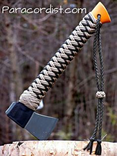 Fiskars camp hatchet w/ handcrafted 550 cord / paracord work Survival Tools, Survival Prepping, Survival Hatchet, Paracord Projects, Paracord Ideas, Rope Knots, Parachute Cord, 550 Paracord, Paracord Bracelets