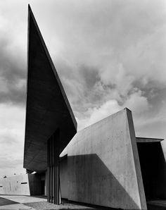 Vitra Fire Station 01 (Architecture by Zaha Hadid), 1999 Zaha Hadid Architecture, Chinese Architecture, Futuristic Architecture, Amazing Architecture, Contemporary Architecture, Architecture Design, Architecture Office, Zaha Hadid Buildings, Architectes Zaha Hadid