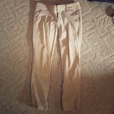 American Eagle khaki skinny pants. Super comfy! Soft! Stretchy! Great for work. Can be rolled up too! Great shape. American Eagle Outfitters Pants Skinny