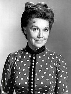 She appeared in the Western television series The Virginian. Married to actor John McIntire and the mother of actor Tim McIntire. Actor Secundario, Actor John, Classic Hollywood, Old Hollywood, Jeanette Nolan, John Mcintire, Doug Mcclure, James Drury, The Virginian
