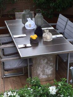 """""""INSOLITO ACCIAIO"""" tavolo da esterno in acciaio inox e gres porcellanato color cioccolato artigianato di qualità."""