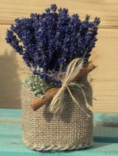 Upcycled Crafts, Diy Home Crafts, Diy Arts And Crafts, Fun Crafts, Flower Centerpieces, Wedding Centerpieces, Flower Arrangements, Felt Flowers, Dried Flowers