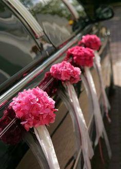 Dekorationsideen-fuer-das-Hochzeitsauto-in-der-Hochzeitsfarbe-Rosa.jpg (300×420)
