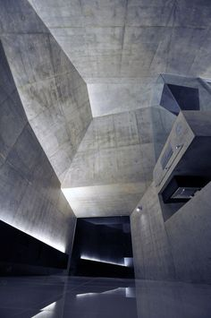 Amazing space! House in Abiko by fuse-atelier. Love how light and shadows play with the ceilings and walls.