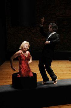 """""""Amor"""" è la prima nazionale di Theodoros Terzopoulos che, dopo il grande successo avuto a VIE 2013, torna con """"uno spettacolo magnifico, un manifesto visivo per l'""""oggi"""" della crisi e il per """"il sempre"""" del teatro"""": In scena gli attori Aglaia Pappa e Antonis Myriagkos. Foto di Johanna Weber. #VIEFestival2016 #emiliaromagnateatro #modena #bologna #carpi #vignola #emiliaromagna #danza #artist #actors #festival"""