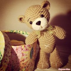 Teddy Bear (24.5cm) - Free Amigurumi Russian Pattern here: http://www.stranamam.ru/post/7183160/ - English Google Translation here: https://translate.googleusercontent.com/translate_c?depth=1&hl=es&ie=UTF8&prev=_t&rurl=translate.google.es&sl=ru&tl=en&u=http://www.stranamam.ru/post/7183160/&usg=ALkJrhi539z4mym31aY7YG-ImGSxS2xmWQ