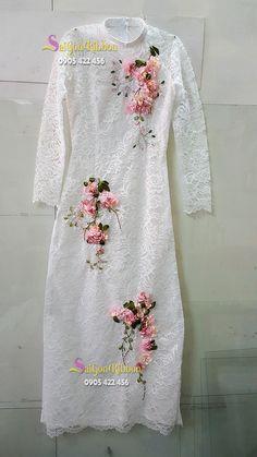 nhận thêu ruy băng số lượng lớn , thêu ruy băng trên trang phục, thêu ruy băng trên váy, thêu ruy băng trên đầm, thêu ruy băng trên túi xách...LH : 0905422456 Embroidery On Kurtis, Hand Embroidery Dress, Kurti Embroidery Design, Embroidery On Clothes, Embroidered Clothes, Pakistani Dress Design, Pakistani Dresses, Indian Dresses, Indian Designer Outfits