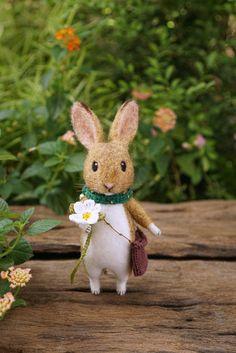 Needle Felted Animals, Felt Animals, Needle Felting, Bird Sculpture, Soft Sculpture, Wool Dolls, Felt Bunny, Felt Mouse, Animal Quilts