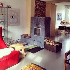 Such a cozy-looking livingroom.  #woodheating #warm