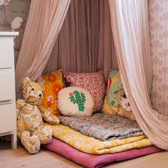 Small reading corner in Harry's room Reading Corner Kids, Kids Corner, Reading Nook, Scandinavian Kids Rooms, Little Girl Rooms, Duvet Sets, Girls Bedroom, Colorful Interiors, Toddler Bed