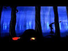 En RED [2012] la silueta de una niña está en el bosque y reta a un enemigo que todos conocemos: esa oscura amenaza que se ha mudado a nuestro imaginario como El Lobo Feroz. Se trata de una violenta variación de ese cuento de Charles Perrault que todos conocemos como La Caperucita Roja, pero que los directores Jorge Jaramillo y Carlos Guillot convirtieron en una realización de la venganza de la protagonista legendaria, con la música de Manuel Borda.