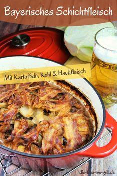 Schichtfleisch Rezepte gibt's viele. Hier kommt die bayerische Variante. Mit Kartoffeln, Kohl, Bier, Senf und noch ein paar anderen Zutaten. Die allesamt nach über zwei Stunden schmoren eine wunderbare Aroma-Symphonie ergeben. Unbedingt den Beitrag lesen und nachmachen. Ein Muss für Schichtfleisch-Fans...und solche die es werden wollen. Weniger toll an heißen Sommertagen, aber perfekt für Herbst und Winter! 30 Day Fitness, Dutch Oven, Paella, Grilling, Pork, Silvester Party, Meat, Ethnic Recipes, Dinner