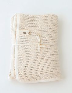 Baby Cotton blanket perfect for the little ones. Designed by fog linen work of Tokyo and made in Lithuania. Measurements:...