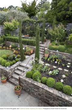 gartentipps gartengestaltung ideen gartengestaltung beispiele For other models, you can visit the ca Sloped Backyard Landscaping, Terraced Landscaping, Terraced Backyard, Landscaping On A Hill, Sloped Garden, Backyard Garden Design, Terrace Garden, Landscaping Ideas, Backyard Ideas
