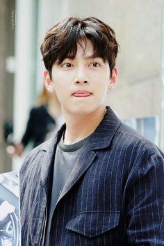 Ji Chang Wook Abs, Ji Chang Wook 2017, Ji Chang Wook Smile, Ji Chang Wook Healer, Ji Chan Wook, Cute Actors, Handsome Actors, Handsome Guys, Drama Korea