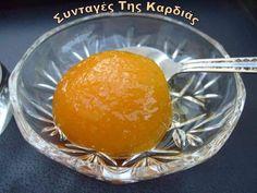 Να λοιπόν και γλυκό βερικοκάκι νόστιμο και καμαρωτό !! Εάν σας αρέσει το συγκεκριμένο γλυκάκι, μην αναβάλετε την παρασκευή του, γιατί ίσα π... Greek Desserts, Greek Recipes, Marmalade, Mediterranean Recipes, Punch Bowls, Preserves, Spoon, Sweet Tooth, Bakery