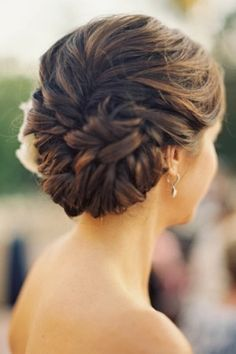 Updo Style : Achieving Glamorous Wedding Hair Styles. http://memorablewedding.blogspot.com/2014/01/achieving-glamorous-wedding-hair.html