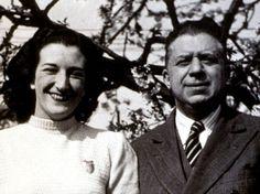 """Analisi, parafrasi e commento alla poesia di Eugenio Montale """"Ho sceso dandoti il braccio"""", che il poeta dedicò alla moglie Drusilla Tanzi, scrittrice."""