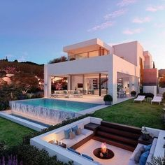 Modern Villa Design, Luxury Homes Dream Houses, Modern Architecture House, Beautiful Architecture, Architecture Design, Modern Houses, Luxury Modern House, Modern Mansion Interior, Modern Pool House