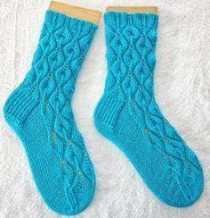 Crochet Patterns Socks I can also knit pattern socks ; I love this pattern easily . Knitting Stitches, Knitting Socks, Knit Socks, Vanilla Lace, Knitting Patterns, Crochet Patterns, Cozy Socks, Patterned Socks, Drops Design