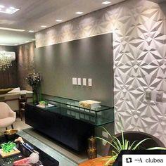 Revestimento Solis  #Repost @clubea with @repostapp  Combinação perfeita para um ambiente perfeito! @florenselife  @galpao_revestimentos  @liliacasateresina. Projeto assinado por @manuelasantiago.  #revestimento #cimenticio #concreto #interiordesign #instadecor #interiores #design #decor #maski #luxo #projetoTOP #parede #walldecor #wall #painel #sala #inspiracao #suvinil #solis