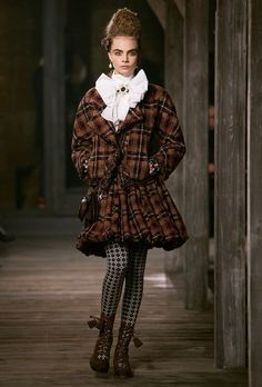 Chanel Pre-Fall 2013 - Review - Fashion Week - Runway, Fashion Shows and Collections - Vogue - Vogue