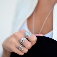Cool sterling silver ring style by Portuguese blogger Maria Guedes of Stylista. #PANDORA #PANDORAstyle #PANDORAring Pandora Bracelet Charms, Pandora Rings, Pandora Jewelry, Jewelry Rings, Hands With Rings, Feather Ring, Fashion Rings, Sterling Silver Rings, Jewelery