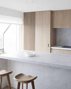 @studiogabrielleuk Penthouse D-M in Duinbergen by @roliesdubois. Three materials only, no more, no less. Carrara marble, light oak and white solid surface. The handleless cabinetry detail adds to the effortless simplicity of this space, highlighting the strength and quality of materials used by the Designer. Well done Rolies + Dubois. #studiogabrielleuk | via Colebee Wright