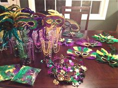 Emily Things has great DIY Mardi Gras Party Decor ideas!