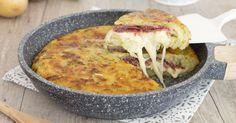 La torta di patate e zucchine in padella è una ricetta veloce e golosa, si prepara in pochissimi minuti e senza uova, è filante e saporita!