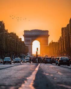 The Paris Henge ☀️ •••••••••••••••••••••••••••••••••••••••••• @visualisation_