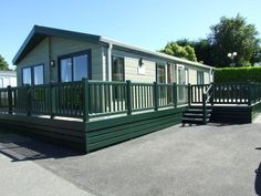 This 40 x 20 willerby boston is a 2011 lodge which is ready to move in. the accommodation offers three bedrooms with a master en suite and d. Enclosed Decks, Holidays In Cornwall, Mobile Homes For Sale, Newquay, White Crosses, Park Homes, Open Plan, Townhouse, Property For Sale
