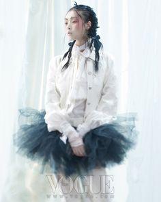 흑조와 백조의 패션 무대 :: VOGUE.com  Vogue Korea