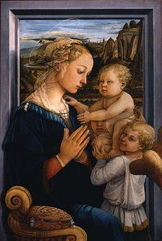 La famosa Virgen con el Niño y dos Ángeles de Filippo Lippi se puede admirar en la Sala 8 dedicada al artista en la Galería Uffizi, Florencia Italia.