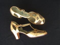 Vintage 1940s shoes / 40s gold leather peep toe t-bar sandals with cuban heels UK 5.5 6 EU 38.5 39 US 7.5 8