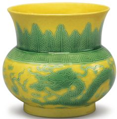 A yellow-ground green-enameled zhadou, Jiaqing seal mark and period Oriental, Pottery Marks, Antique Bottles, Chinese Ceramics, Chinese Antiques, China Porcelain, Chinese Art, Asian Art, Modern Art