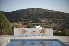 House For Rent: Maison Kamari Architects: Natasha Deliyianni and Yiorgos Spiridonos from React Architects Location: Paros, Cyclades, Greece Paros, Villas, Ibiza, Exterior Design, Interior And Exterior, Narrow Lot House Plans, Greek House, Weekend House, Space Architecture
