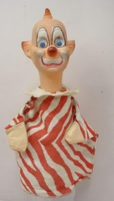 Clarabelle a Howdy Doody puppet, I loved the TV program when I was little and had this puppet. I can still remember the smell of his rubber head :) Vintage Clown, Vintage Toys, Types Of Puppets, Scary Photos, Howdy Doody, Send In The Clowns, Baby Boomer, Creepy Clown, Hand Puppets