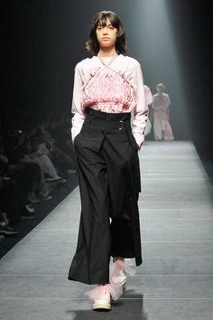 Chika Kisada Tokyo Fall 2017 Fashion Show Collection Tokyo Fashion, Fashion Wear, Fashion 2017, Runway Fashion, Fashion Beauty, Fashion Trends, Vogue Russia, Fashion Show Collection, Japanese Fashion
