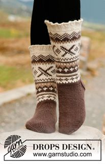 "Denver - Knitted DROPS socks with Norwegian pattern in ""Karisma"". - Free pattern by DROPS Design Crochet Socks, Knitted Slippers, Knitting Socks, Knit Crochet, Knit Cowl, Crochet Granny, Hand Crochet, Knitting Patterns Free, Knit Patterns"