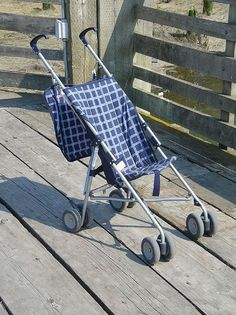 In another forum, concerned about transportation in urban areas, someone was commenting about the difficulty of taking infants on buses and asked if umbrella strollers were still sold. The answer is yes - use Google - but I also happened to see one t (Loving this stylish stroller | Amazing functionality)