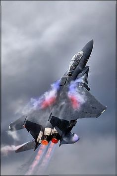 Fighter jet manufacturers often have teams of photographers and videographers to record images of the planes it produces. Jet Fighter Pilot, Air Fighter, Fighter Jets, Military Jets, Military Weapons, Military Aircraft, Airplane Fighter, Fighter Aircraft, Avion Jet